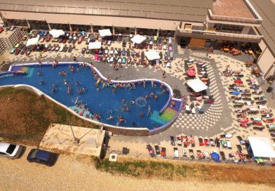 Peste 15.000 de vizitatori în prima lună de funcționare a Aqua Park-ului de la Orăștie