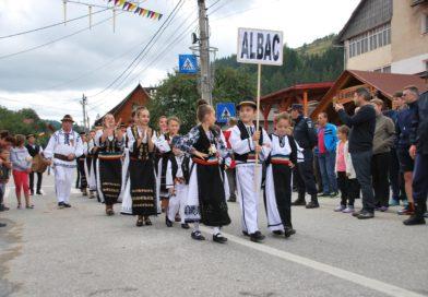 Capitala turismului rural se mută pentru week-end la Albac. Târgul Naţional de Turism Rural Albac – cel mai important târg de turism rural din România