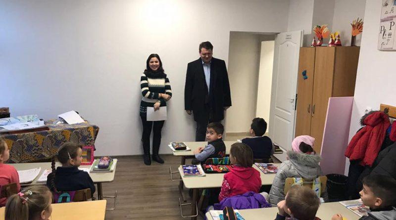 Copiii din Răhău învață în școală nouă