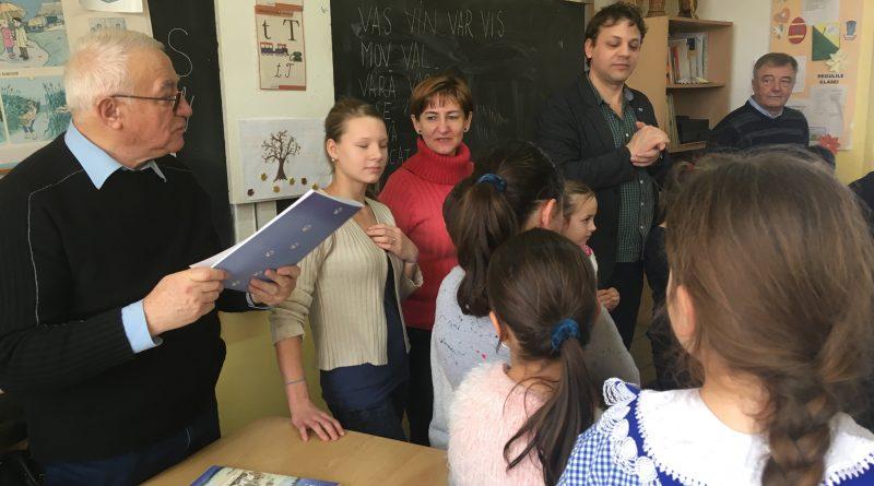 """Foto: Caravana literară a Bibliotecii Județene ,,Lucian Blaga"""" Alba a pornit din nou la drum"""