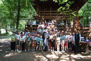 Copiii din așezămintele sociale din Alba Iulia s-au distrat la Parcul de Aventură Dynamis