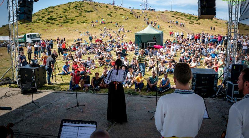 Târgul de Fete de pe Muntele Găina, tot mai mulți participanți
