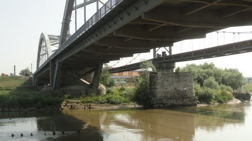 Podul peste Mureș de la ieșirea din Partoș, intră în reparații. Trafic îngreunat pe timpul nopții