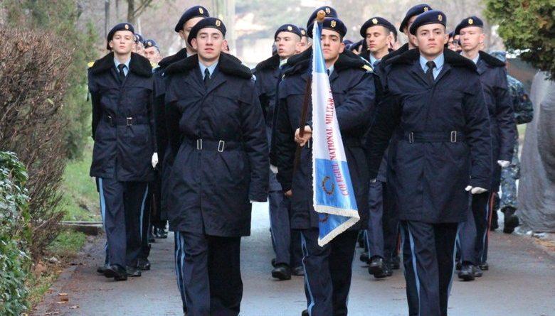 elevi militari defilare