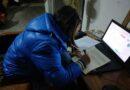 copil elev laptop