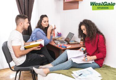 Motivația și comportamentul generației Z, în 2021. Cum privesc tinerii banii și care sunt factorii după care își ghidează viața